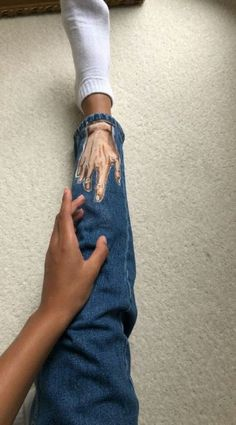 52 ideas clothes diy grunge ideas for 2019 - DIY Clothes Tutorial Ideen Painted Jeans, Painted Clothes, Diy Clothing, Custom Clothes, Diy Fashion, Fashion Outfits, Fashion Design, Fashion Guide, Fashion Women