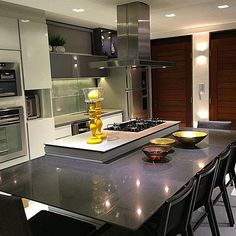 The Key To Successful Kitchens That Would Work In Any Home 89 - homedecorsdesign Kitchen Decor, Kitchen Design, Kitchen Island Table, Small Apartments, My Dream Home, Home Kitchens, Interior Architecture, My House, Home Decor