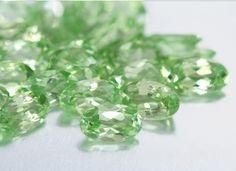 Il n'y a pas que du Grenats rouges! Succombez aux douces teintes vertes du Grenat menthe de Merelani, une nouvelle gemme devenu très rapidement prisée par les joailliers et amateurs de bijoux.