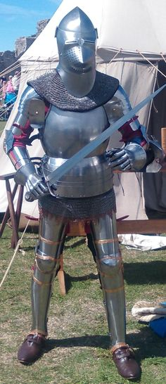 Replica medieval armour of 1420 worn by Mark Griffin, Griffin Historical Ltd © University of Southampton
