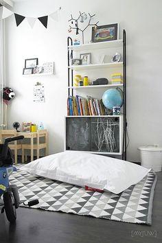 lastenhuone,kirjahylly,liitutaulu,fatboy,leikkisä