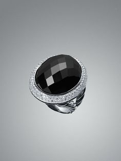 Signature oval ring in black onyx.