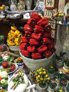 Cores nas cerâmicas de Taormina, Sicília/Itália