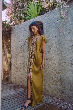 Boho Street Style Inspiration: Embroidered Mustard Maxi Dress Summer Look Hippie Stil, Mode Hippie, Estilo Hippie, Mode Boho, Gypsy Style, Bohemian Style, Bohemian House, Bohemian Gypsy, Look Fashion