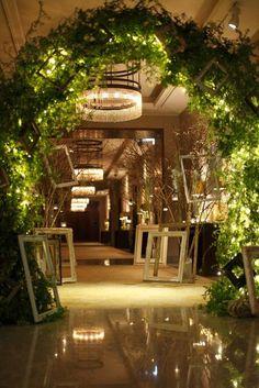 パレスホテル東京(PALACE HOTEL TOKYO)|結婚式場写真「グリーンをたっぷりあしらった幻想的なアーチ。唯一無二の祝宴が、ここから始まります。」 【みんなのウェディング】 Wedding Wall, Forest Wedding, Wedding Night, Hotel Wedding, Green Wedding, Wedding Welcome, Flower Images, Wedding Coordinator, Wedding Images
