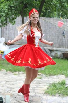 Egy kis rovás délutánra is. Sexy Outfits, Dress Outfits, Hungarian Women, Folklore, Folk Fashion, Womens Fashion, Dress Attire, Folk Costume, Traditional Outfits
