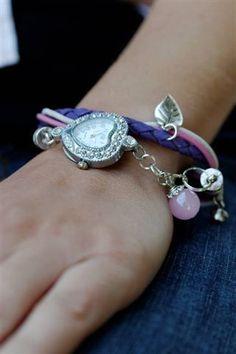 *Derzeit leider nur mit runter Uhr lieferbar*    Gewickelte Armbanduhr im Bettelarmband-Stil. Die Armbanduhr wurde an einem Echtleder-Armband befest