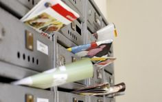 Ce fac romanii cu pliantele din cutiile postale?