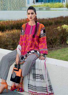 Pakistani Clothes Casual, Pakistani Clothes Online, Pakistani Lawn Suits, Simple Pakistani Dresses, Pakistani Dress Design, Pakistani Outfits, Kurti Neck Designs, Kurta Designs Women, Pakistan Fashion Week