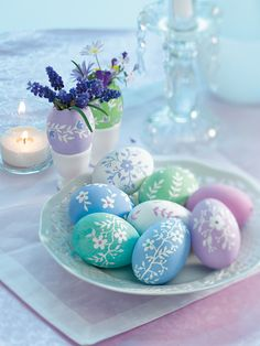 Coloring easter eggs: ideas and instructions - Osterdekoration - Ostern Egg Crafts, Easter Crafts, Crafts For Kids, Easter Decor, Hoppy Easter, Easter Eggs, Easter Table, Easter Egg Designs, Easter Ideas