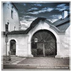 #pilsen #plzen #plzeň #czech #czechia #czechrepublic #česko #cesko #ceskarepublika #gate #door #heritage #history #roudna #house #photo #photography #photooftheday #photographer #myphoto #old #2016 #portaseportoes #igerscz