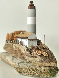 Wooden lighthouse drifting - Diy and Crafts Painted Driftwood, Driftwood Art, Handmade Crafts, Diy And Crafts, Driftwood Projects, Beach Wood, Art Carved, Wood Stone, Beach Crafts