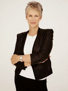 Trendy womens fashion over 50 aging gracefully jamie lee curtis Short Grey Hair, Short Hair Cuts, Short Hair Styles, Jamie Lee Curtis Haircut, Pelo Color Gris, Corte Y Color, Sexy Older Women, Great Women, Aging Gracefully