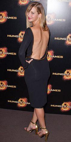 JENNIFER LAWRENCE    La actriz causó sensación con este vestido negro Tom Ford a su llegada a la premier en París de su esperada película The Hunger Games. Lawrence completó su sexy look con zapatillas doradas del mismo diseñador y labial rojo.