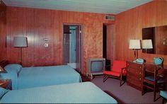 The New Hillside motor Lodge, Cranston, Rhode Island Thelma Et Louise, Motel Room, Vintage Hotels, Vintage Travel, Hotel Motel, Decoration, Mid-century Modern, Mid Century, Interior Design