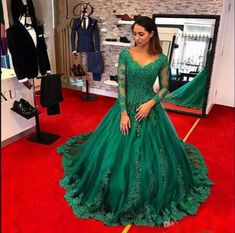 2018 Sexy Evening Dresses With Long Sleeve Emerald Green Lace Pro Green Plus  Size Celebrity Dresses Women Formal Prom Party Gowns Red Carbet d4b2aba5a983