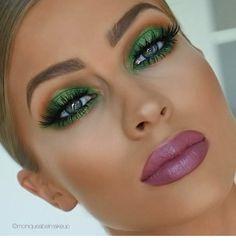 Metallic green Eyeshadow look Witch Makeup, Clown Makeup, Glam Makeup, Eyeshadow Makeup, Makeup Inspo, Makeup Cosmetics, Beauty Makeup, Face Makeup, Eyeshadows