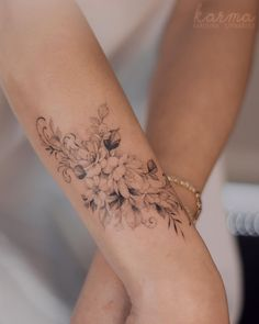 Floral Arm Tattoo, Flower Tattoo On Ribs, Flower Wrist Tattoos, Floral Tattoo Design, Flower Tattoo Women, Classy Tattoos, Sexy Tattoos, Body Art Tattoos, Inner Arm Tattoos
