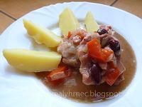 Pomalý hrnec: Vepřová kýta na cibuli a červených fazolích v poma... Fruit Salad, Crock Pot, Slow Cooker, Beef, Cooking, Food, Meat, Kitchen, Fruit Salads