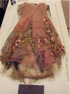 """ornamentedbeing: """" 1928 Boué Soeurs Court Presentation Dress Study photos belonging to Sacheverelle """" submitted by sendmedaughters via odyne I absolutely ADORE this dress. Vintage Outfits, Vintage Fashion, Gothic Fashion, Estilo Real, Fairy Clothes, Fairy Dress, Ribbon Work, Silk Ribbon Embroidery, Looks Vintage"""