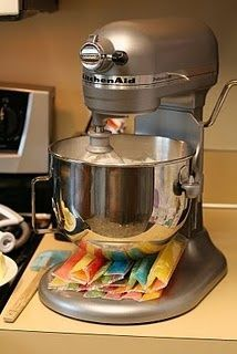 raid your freezer and place ice packs or other items under your mixing bowl to cool down whipping cream or meringues. Wish I had a stand mixer ; Kitchen Aid Recipes, Kitchen Aid Mixer, Kitchen Hacks, Kitchen Gadgets, Kitchen Ware, Cooking Gadgets, Cooking Tools, Kitchen Dining, Kitchen Ideas
