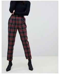 Checked Trousers Outfit, Plaid Pants Outfit, Plaid Jeans, Tartan Pants, Red Trousers, Black Jeans Outfit, Trouser Outfits, Plaid Outfits, Casual Work Outfits