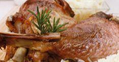 Egyben sült pulykacomb gombával párolt fehérkáposztával recept képpel. Hozzávalók és az elkészítés részletes leírása. A Egyben sült pulykacomb gombával párolt fehérkáposztával elkészítési ideje: 130 perc Pork, Beef, Chicken, Pork Roulade, Meat, Pigs, Ox, Ground Beef, Buffalo Chicken
