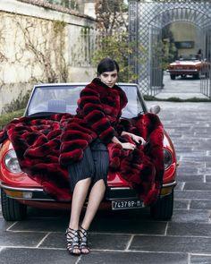 Red Blanket in Chinchillà. Chinchilla Fur Coat, Red Blanket, Fur Coat Fashion, Crazy Colour, Parka Coat, Soft Blankets, Winter Jackets, Fur Jackets, Furs