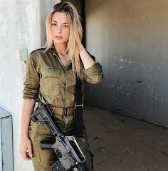 Women in Uniform : Hot Girls of Israel Army Idf Women, Military Women, Israeli Female Soldiers, Mädchen In Uniform, Israeli Girls, Pinup, Military Girl, Military Police, Military Jacket
