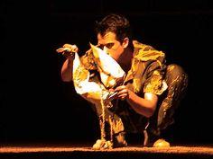 """Quase Nada é uma colagem de diferentes cenas que exploram elementos do Teatro de Bonecos, da Dança, do Teatro Visual e Gestual compondo um certo retrato de um terceiro mundo que se encontra em diferentes lugares e épocas. O resultado é uma espécie de colcha de retalhos - às vezes poéticos, às vezes engraçado -...<br /><a class=""""more-link"""" href=""""https://catracalivre.com.br/geral/agenda/barato/quase-nada-no-v-festival-ibero-americano-de-teatro/"""">Continue lendo »</a>"""