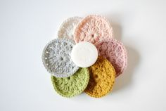 crochet reusable makeup pads. Made of cotton, so you can wash them in the washing machine. Sunstainable beauty!