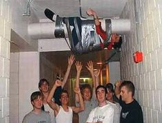 A collection of incredibly funny pictures of drunk people who have clearly had far much to drink resulting in terrible situations for them. Funny Pictures For Kids, Funny Kids, Funny Photos, Fun Funny, Drunk People, Funny People, Real People, Stag Do Pranks, Drunk Humor