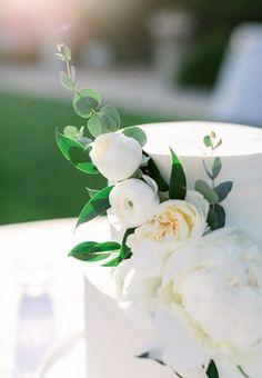 Green Wedding, Our Wedding, Wedding Flowers, Wedding Venues, Wedding Photos, White Peonies, White Roses, White Flowers, Wedding Cake Designs