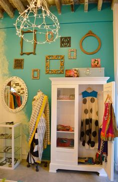 """Love the transition from one wall color to the next. Perfect for furniture/ home goods consignment & resale merchandise, to break up the """"warehouse"""" look that can happen."""
