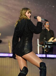Most sexy Celebrities: Taylor Swift Butt Credit: Taylor Swift Fotos, Photos Of Taylor Swift, All About Taylor Swift, Taylor Swift Style, Taylor Alison Swift, Live Taylor, Ethel Kennedy, I Love Girls, Stage Outfits
