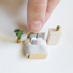 Miniature wooden houses by Prettymodels Modern Dollhouse Furniture, Diy Barbie Furniture, Tiny Furniture, Miniature Furniture, Miniature Crafts, Miniature Dolls, Biscuit, Matchbox Crafts, Diy Doll Miniatures