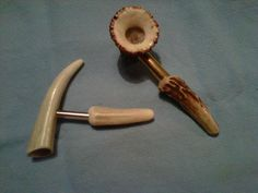 Bone Carving, Carving Wood, Wood Carvings, Tobacco Smoking, Tobacco Pipes, Smoking Pipes, Wood Turning Projects, Fun Projects, Antlers