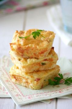 Potato Cakes w/Parmesan Cheese & Bacon - wholekitchen My Recipes, Real Food Recipes, Cooking Recipes, Favorite Recipes, Yummy Food, Potato Cakes, Potato Pie, Parma, Brunch