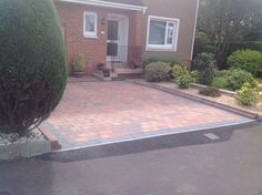 Brindle Monoblock Driveway with Charcoal Border