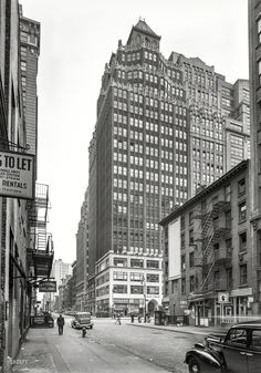 "Oct. 8, 1939. ""315 Seventh Avenue, New York City. General view."" William Hohauser's 1920s skyscraper presides over the fur district, which includes the Bilt-Rite Fur Machine Co. 5x7 negative by Gottscho-Schleisner. Shorpy Historic Picture Archive"