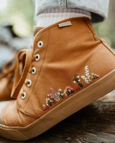 Our classic Sahara Sand High Tops got a dreamy, floral upgrade! Rock these babies from season to season. Embroidery On Clothes, Embroidered Clothes, Diy Embroidery Shoes, Embroidered Vans, Embroidery Designs, Embroidery Art, Flower Embroidery, Cute Shoes, Me Too Shoes