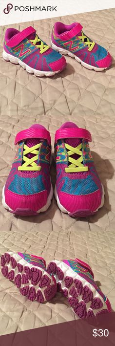 🎈Sz 7 Toddler New Balance🎈 Adorable new balance sneakers for a toddler girl!! My daughter only wore these a few times so they are in excellent condition. Pretty much new without tags. Feel free to use the offer button!! 😀 Sorry 🚫No trades New Balance Shoes Sneakers