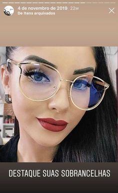 Para mulheres arrojadas que precisam mudar seu visual no dia-dia. Temos variedade para que você encontre o ideal para seu formato de rosto Big Glasses, Glasses Frames, Mirrored Sunglasses, Round Sunglasses, Sunglasses Women, Gucci Eyewear, Oversized Glasses, Online Fashion Stores, Beautiful Eyes
