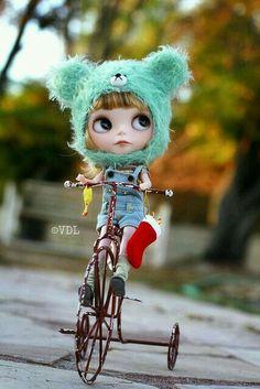Es la temporada para estar alegre ~ (voo_doolady) Tags: Oso de la Navidad de santa sombrero pollo maddie bicicleta calcetín de la muñeca de la media de ...