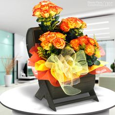 Fuego oculto Ikebana, Send Flowers, Arte Floral, Food Gifts, Simple Designs, Floral Arrangements, Exotic, Table Decorations, Gardening