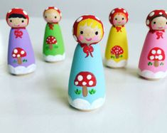 Woodland Peg Dolls/ Set of Wooden Doll Play Set Wood Peg Dolls, Clothespin Dolls, Wooden Pegs, Wooden Crafts, Doll Crafts, Baby Crafts, Peppa Pig, Diy For Kids, Crafts For Kids