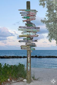 The iconic destination sign post pointing from Key West all over the world - at dusk on the beach in Fort Taylor Park. State Parks, Wildlife Photography, Travel Photography, Beach Place, Key West Florida, Beach Signs, Destin Beach, Spring Break, Summer