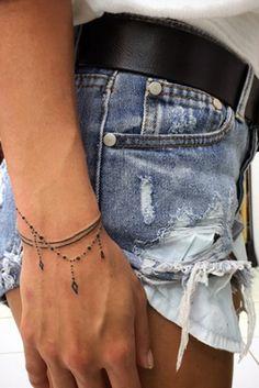 Handgelenk Armband Tattoos - Tattoo Ideen - Tattoos and Piercings - Tato Finger Tattoos, Body Art Tattoos, Tatoos, Thumb Tattoos, Arrow Tattoos, Armband Tattoos, Sleeve Tattoos, Girly Sleeve Tattoo, Mini Tattoos