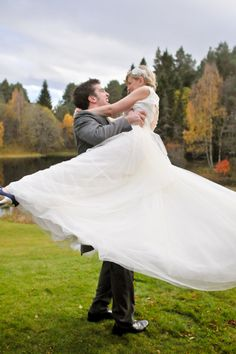 50 New Must-Have Photos with Your Groom | Wedding Planning, Ideas & Etiquette | Bridal Guide Magazine