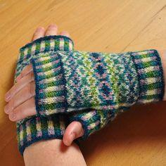 Morphology Mitts pattern by Karen Butler, – armstulpen stricken Fingerless Gloves Knitted, Knit Mittens, Knitting Socks, Hand Knitting, Loom Knitting, Wrist Warmers, Hand Warmers, Tejido Fair Isle, Fair Isle Knitting Patterns